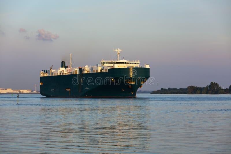 Корабль перевозки на реке Elbe стоковое фото rf
