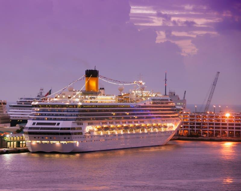 корабль рассвета круиза стоковая фотография rf