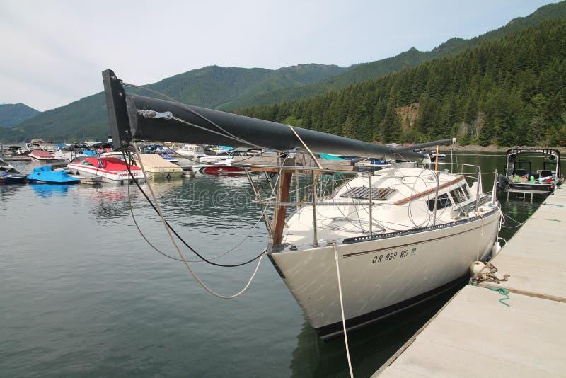Корабль состыкованный в озере Орегоне в Детройте стоковые изображения rf
