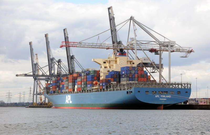 корабль стыковок контейнера стоковая фотография rf