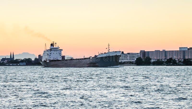 Корабль судно-сухогруза TECUMSEH на Реке Detroit стоковое фото rf