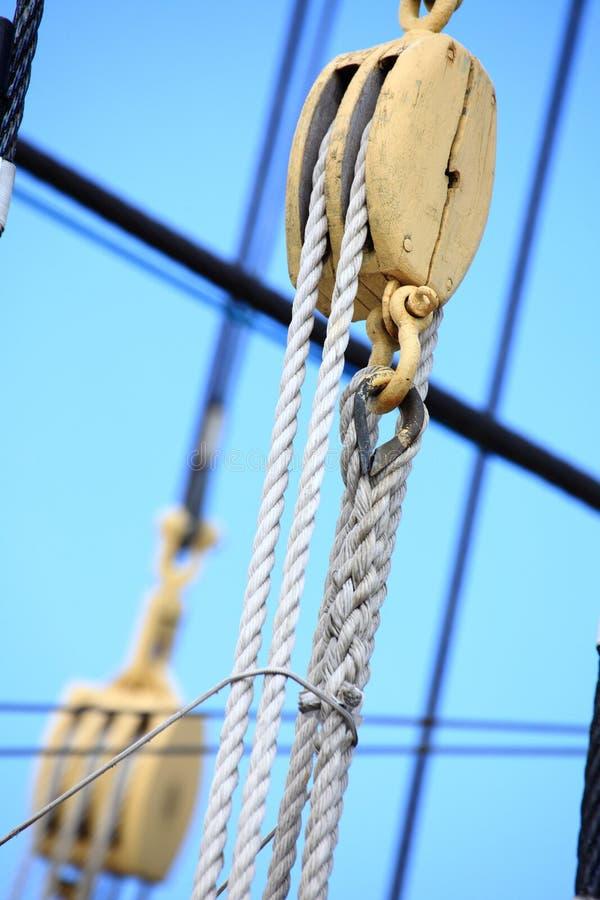 корабль sailing веревочки рангоутов стоковое фото rf