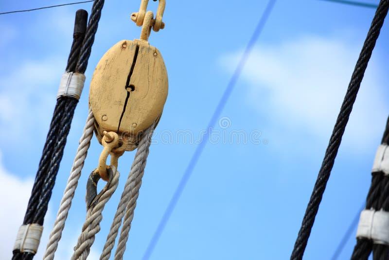 корабль sailing веревочки рангоутов стоковые фото
