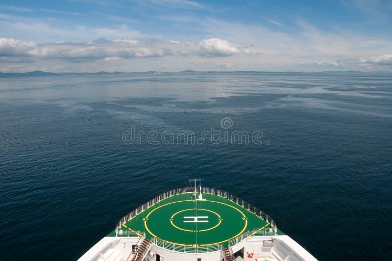 корабль sailing круиза смычка Аляски стоковое изображение rf