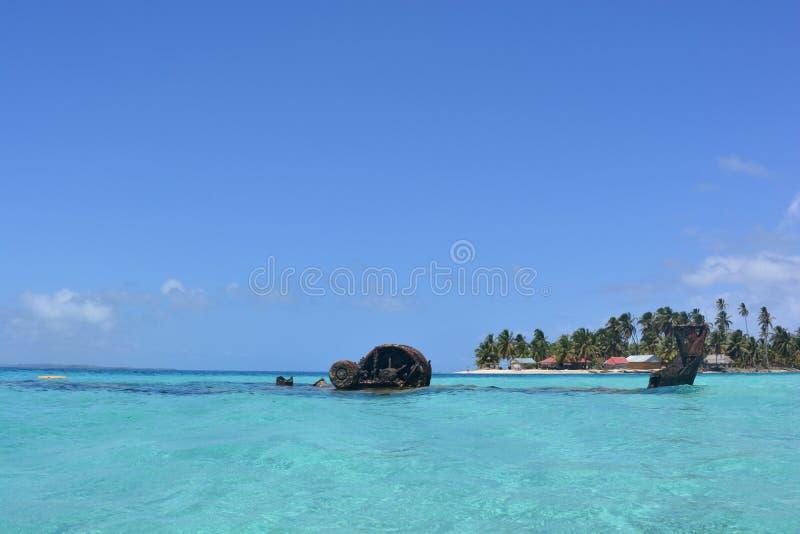 Кораблекрушение в архипелаге Сан Blas, ¡ Panamà стоковые изображения rf