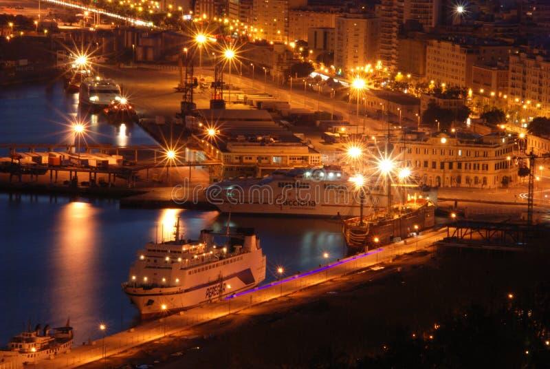 Корабли в порте Малаги на ноче стоковое изображение