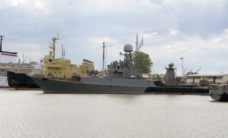 Корабли в порте Kronstadt стоковые изображения