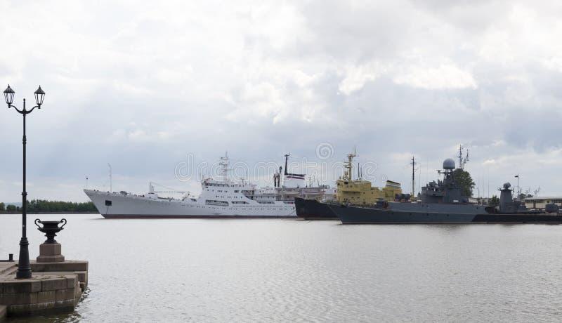 Корабли в порте Kronstadt стоковое изображение