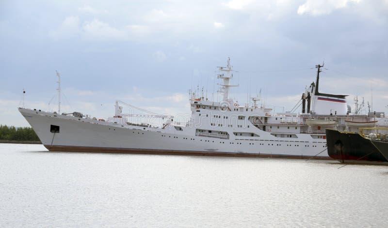 Корабли в порте Kronstadt стоковые изображения rf