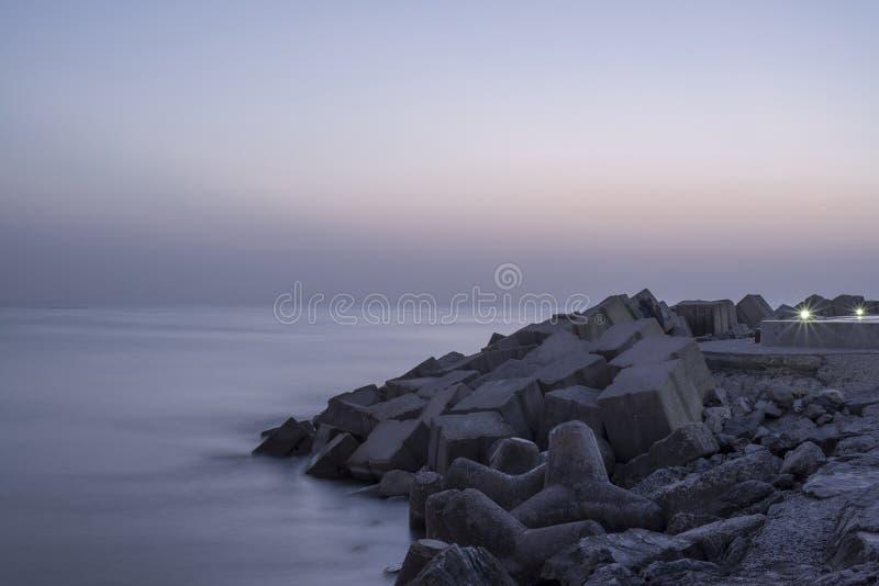 корабли горизонта рассвета груза пляжа стоковое изображение rf