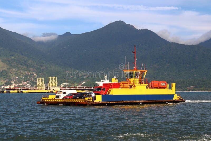 Download Корабли парома транспортируя Стоковое Изображение - изображение насчитывающей бразилии, паром: 37930671