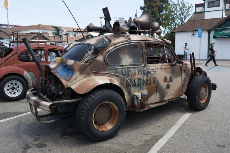 Корабль выживания Volkswagen Beetle пост-апоралипсический стоковые изображения