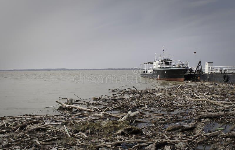 Корабль в речном порте стоковое фото rf