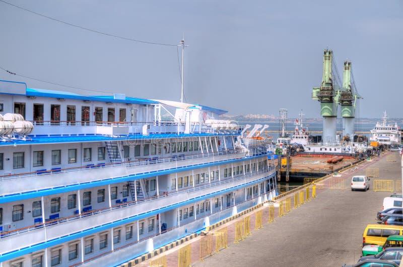 Download Корабль перемещения круиза стоковое фото. изображение насчитывающей круиз - 33726244