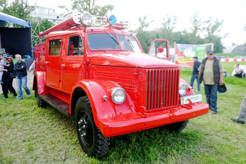 Корабль пожарной машины GAZ-21US винтажный - изображение запаса стоковые изображения