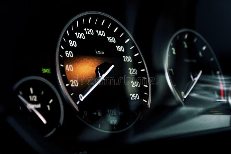 корабль спидометра скорости выставок витков двигателя автомобиля стоковые изображения rf