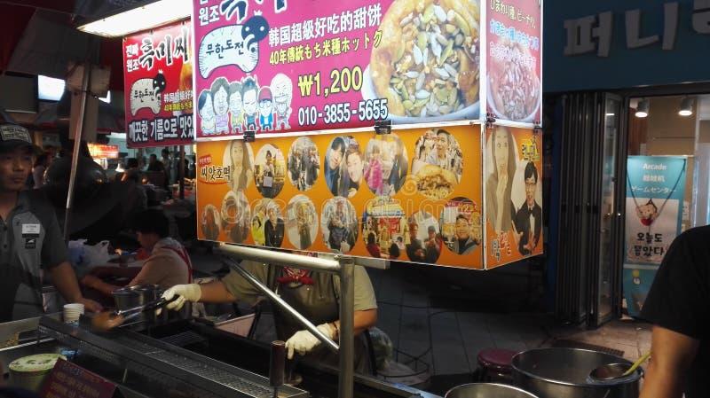 Корейский стойл Hotteok еды улицы стоковые фото