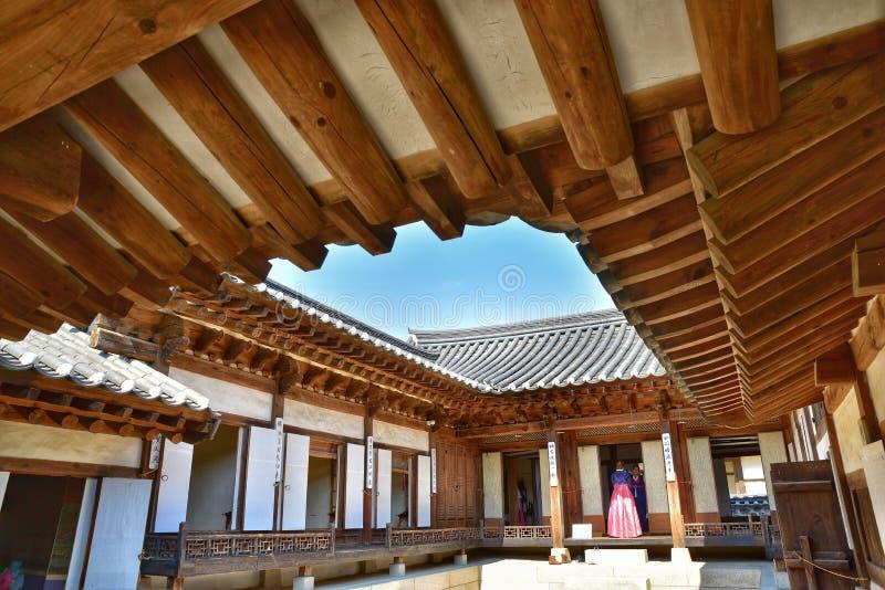 Корейский традиционный дом в деревне Namsan Hanok стоковые фотографии rf