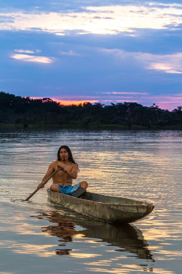 Коренной народ Cuyabeno эквадора стоковое изображение