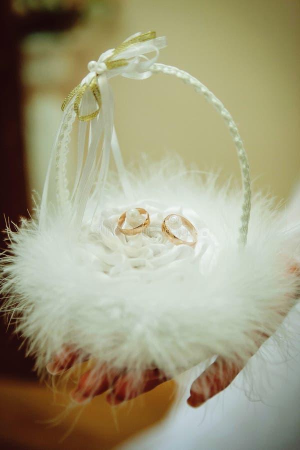 корзина звенит венчание стоковая фотография