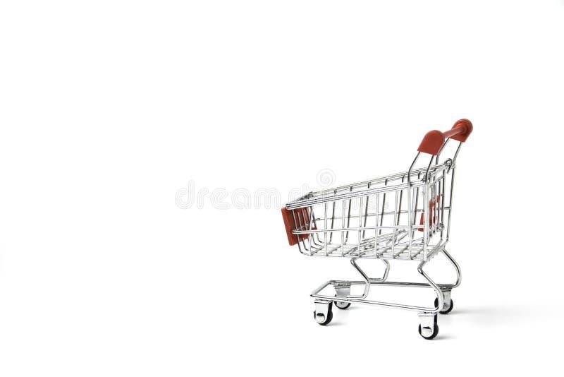 Корзина крупного плана для электронной коммерции или ходя по магазинам концепции на белой предпосылке стоковое изображение rf