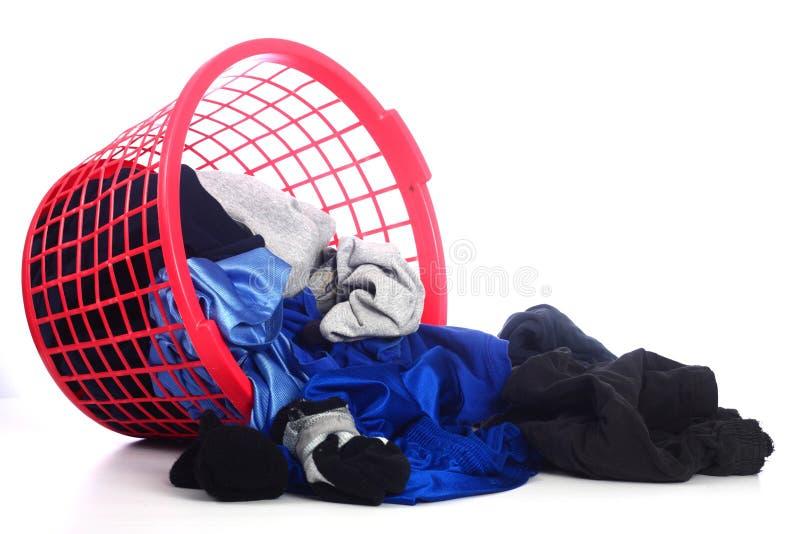 Корзина одежды наклонила сверх стоковые фото