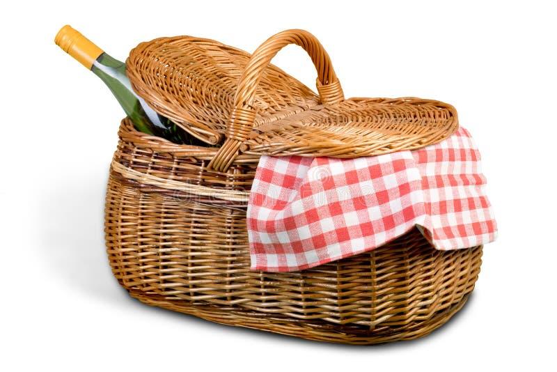 Корзина пикника с салфеткой на белой предпосылке стоковая фотография rf