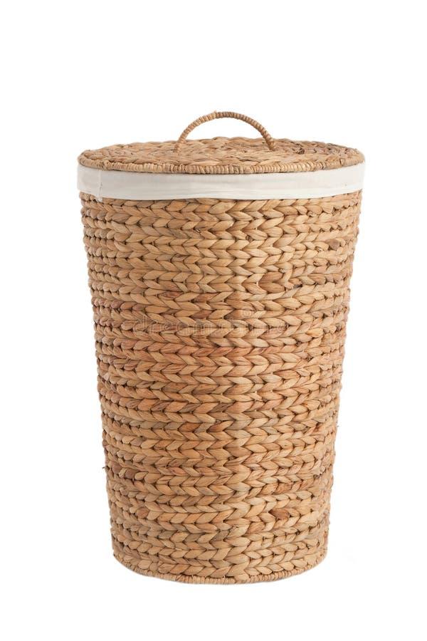 Корзина прачечного сделанная из ротанга стоковая фотография