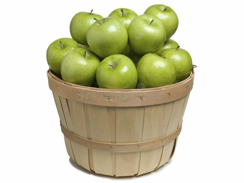 Корзина с зелеными яблоками стоковая фотография