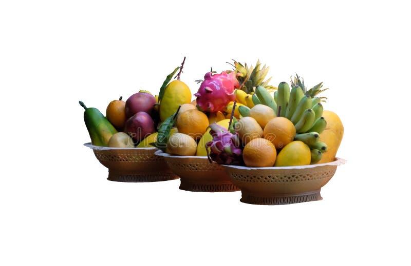 3 корзины заполненной с изолированными сериями тропического плода, стоковое фото rf