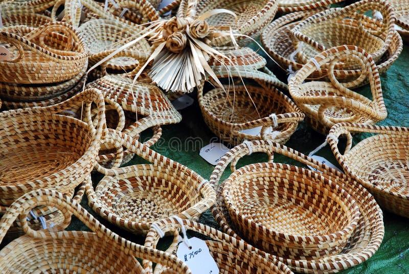 Корзины Sweetgrass для продажи стоковая фотография rf