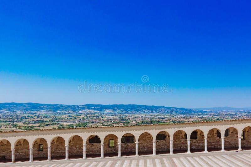 Коридор более низкого квадрата Св.а Франциск Св. Франциск в Assisi, Италии, с Ла стоковое изображение