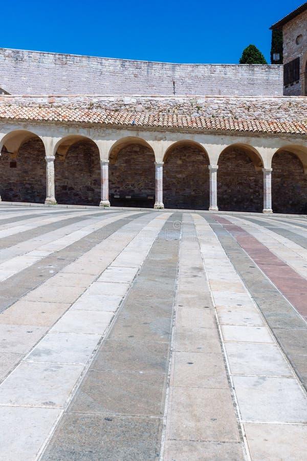 Коридор более низкого квадрата Св.а Франциск Св. Франциск в Assisi, Италии стоковые изображения rf