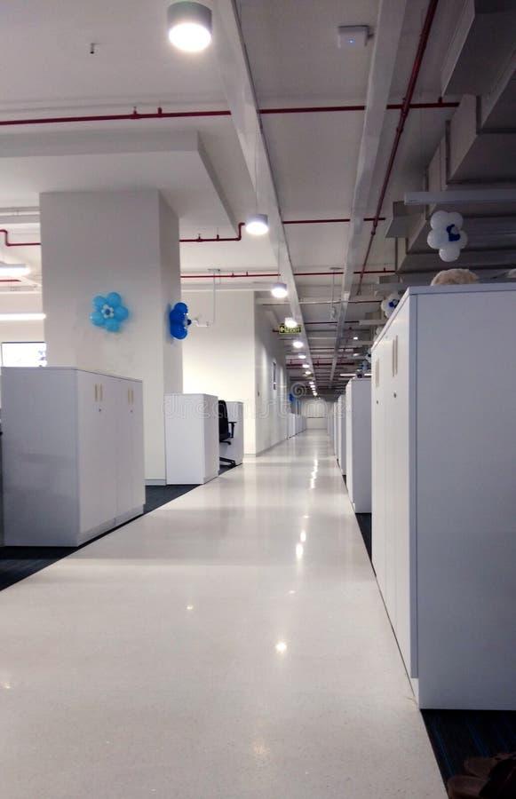 Коридор рабочей станции компания информационной технологии стоковые изображения