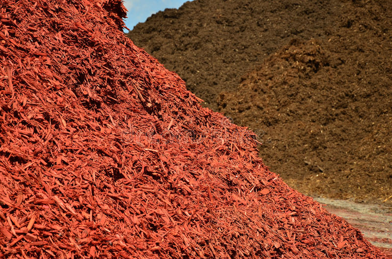 коричневый красный цвет mulch стоковая фотография rf
