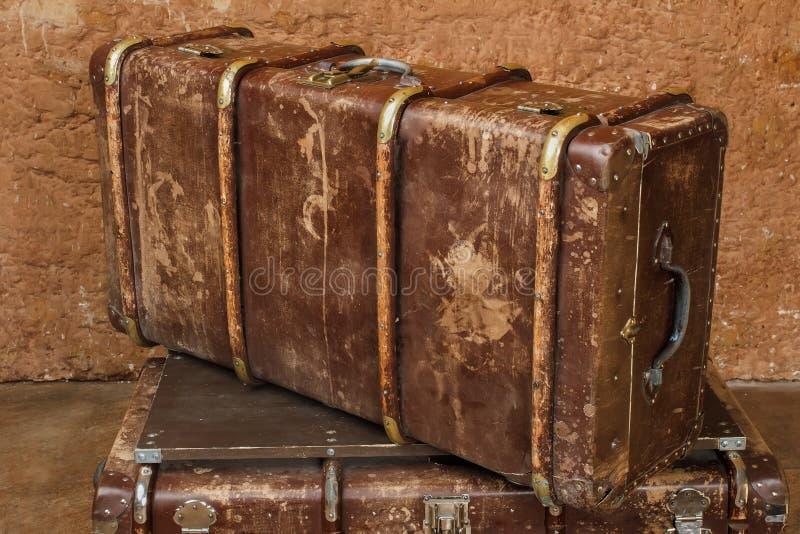 коричневый сбор винограда чемодана стоковая фотография rf