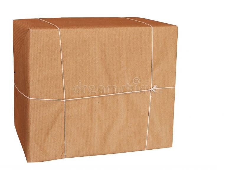 коричневый цвет изолировал бумажный обернутый шнур парцеллы стоковая фотография rf