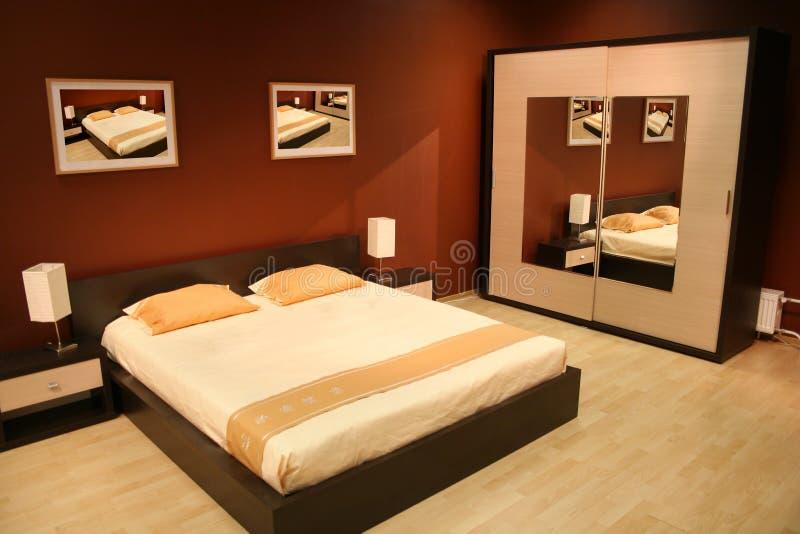 коричневый цвет спальни стоковые изображения rf
