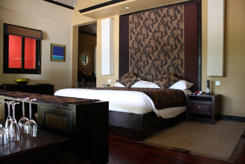 коричневый цвет спальни стоковое изображение rf