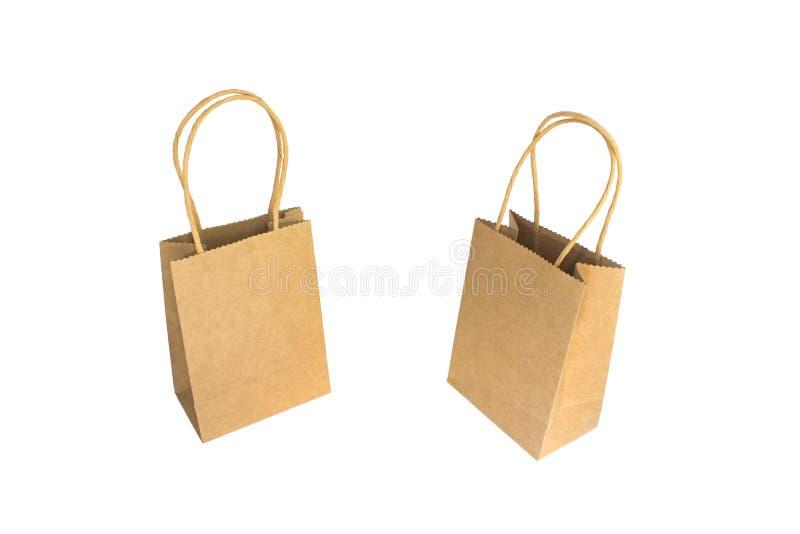 2 коричневых бумажных хозяйственной сумки с руками изолированными на белой предпосылке стоковая фотография