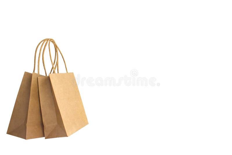 2 коричневых бумажных хозяйственной сумки с руками изолированными на белой предпосылке стоковое изображение rf