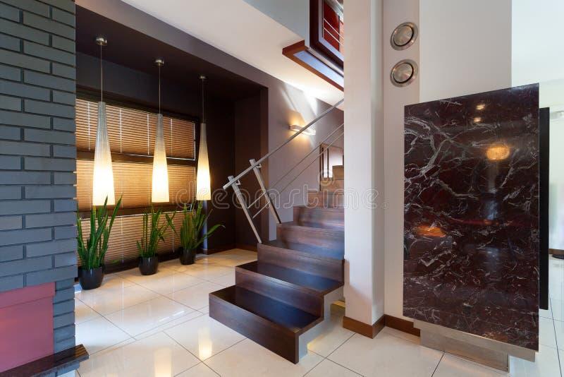 Коридор с лестницами в современном интерьере стоковые фото
