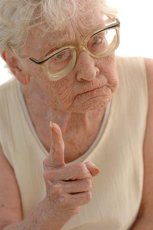 кормка бабушки старая стоковое изображение rf