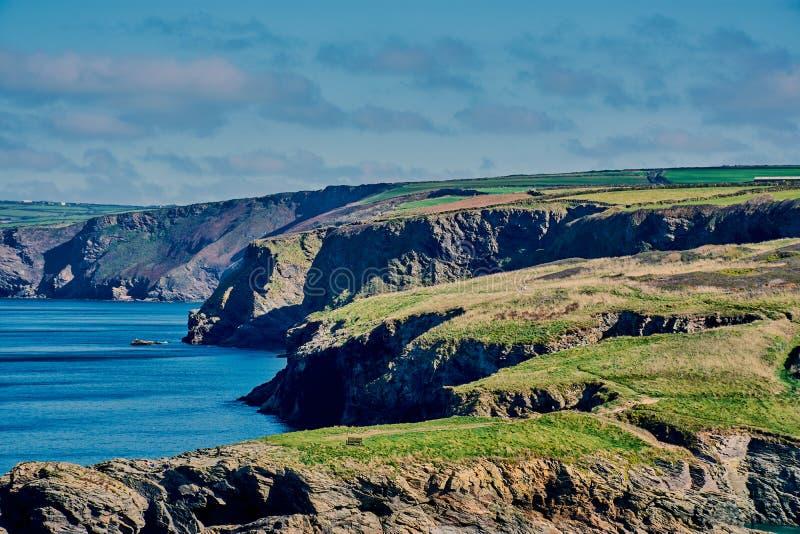 Корнуольское побережье около порта Исаак стоковые изображения