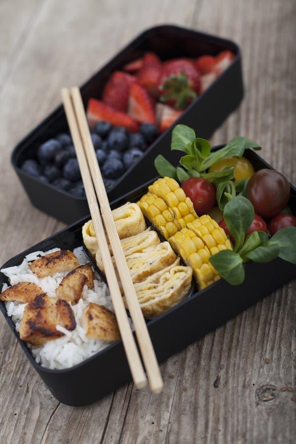 Коробка бенто с различной едой стоковая фотография