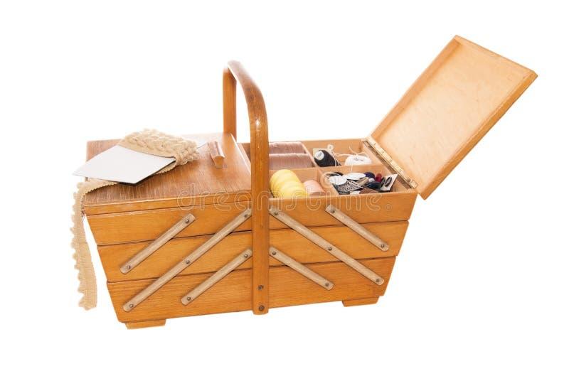 Коробка год сбора винограда деревянная для шить стоковые изображения rf
