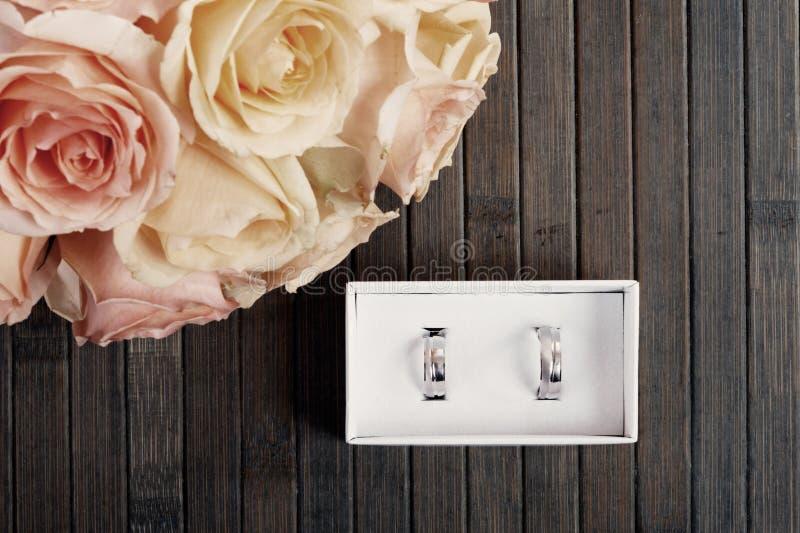 коробка звенит венчание стоковые фото