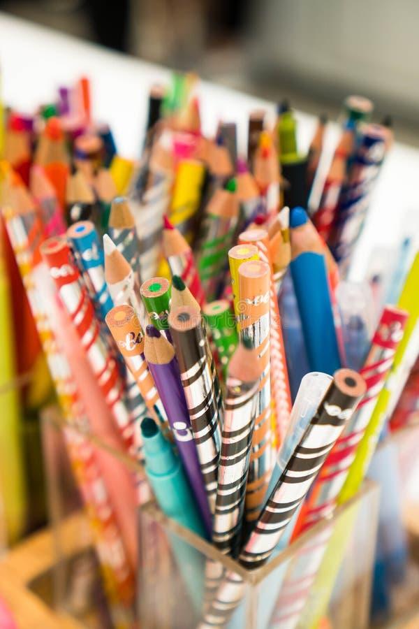 Коробка карандаша цвета стоковое изображение rf