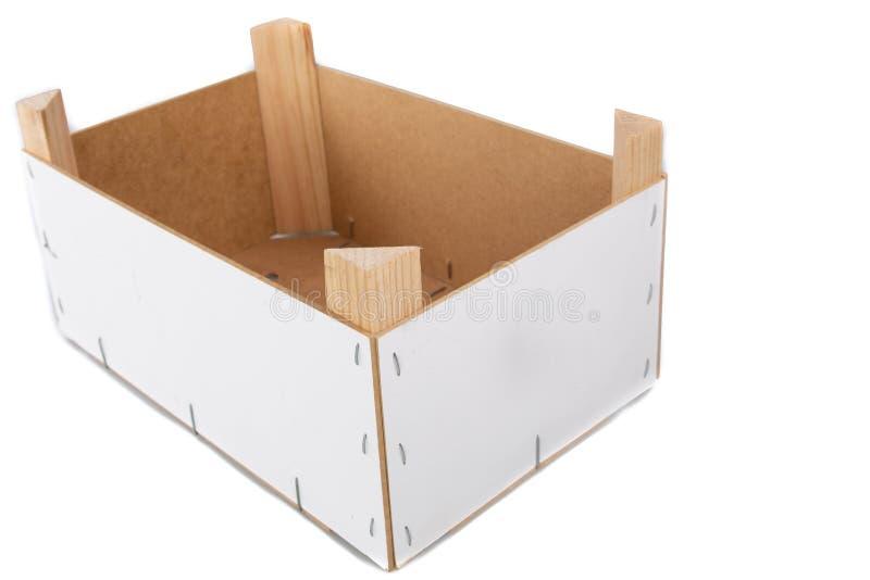 Коробка клети плода в деревянное пустом в белой изолированной предпос стоковые фотографии rf