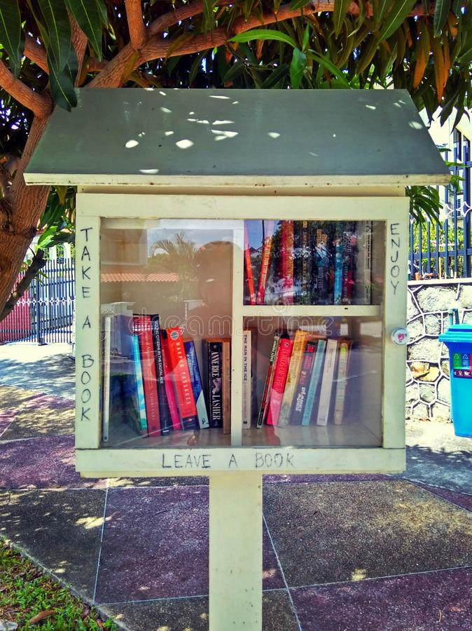 Коробка обменом книги стоковые фотографии rf